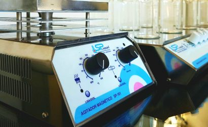 Agitador Magnético para Laboratório   A Eficiência da Agitação Aliada a Tecnologia.