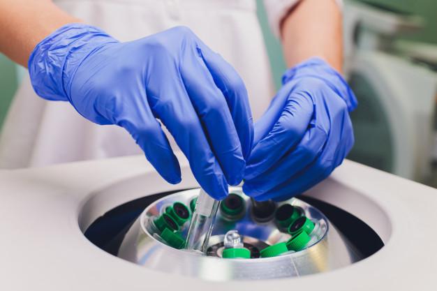 O que é uma Centrífuga de Laboratório? Como utilizar a centrífuga no  laboratório.