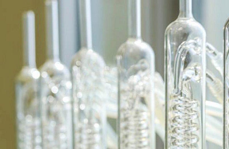 Qual a verdadeira necessidade de usar condensadores no laboratório?